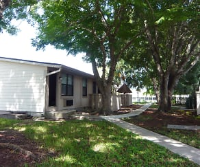 Building, Pine Meadows Aptartments