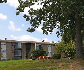 Building, Woodcrest Apartments