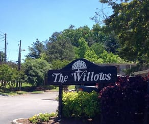 Landscaping, The Willows Apartments
