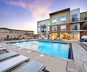 Pool, Boulevard At Oakley Station