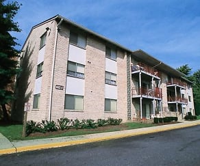 Building, Laurelton Court Apartments