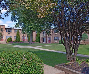 Courtyard, Maple Hill Apartments