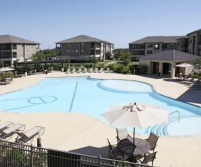 Pool, Crescent Pointe Apartments