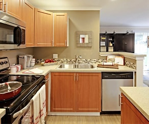 Kitchen, Hubbard's Crossing Townhome Apartments
