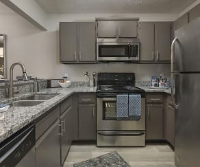 Kitchen, The Retreat at Lakeland Apartments