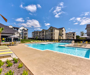 Pool, Forest Pines Apartments