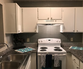 Kitchen, The Arts Apartments at South Austin