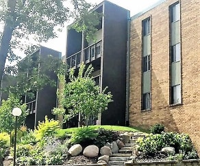 Courtyard, Salem Green Apartments