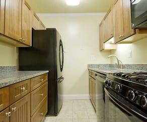 Kitchen, Middlebrooke Apartments