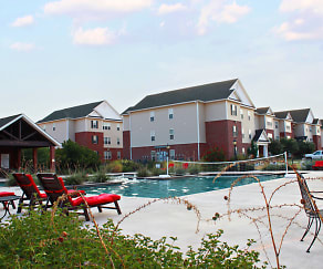 Outdoor swimming pool at River Ranch Apartments in San Angelo TX, River Ranch