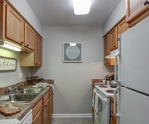 Kitchen, Woods of Fairfax Apartments of Lorton