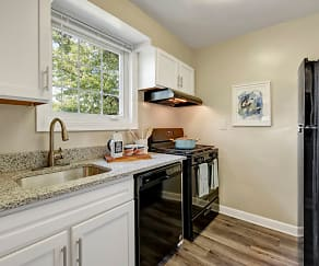 Kitchen, Braddock Lee Apartments