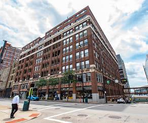 Building, Fourth & Plum Apartments