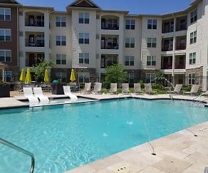 Pool, Vanguard Crossing