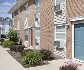 Building, The Pointe at Cedar Rapids