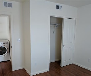 Bedroom, Horizon Apartments