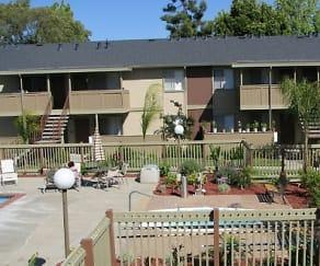 Pool, Lincoln Glen Apartments