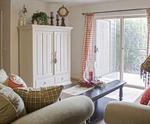 Living Room, Hunters Pointe
