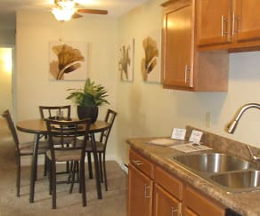 Kitchen, Wynhaven Apartments