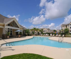 Pool, Highland Hills Apartment Homes