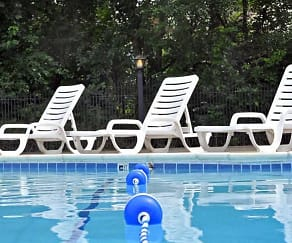 Pool, Fox Pointe Apartments
