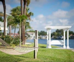 Pool, Snell Isle Luxury Apartment Homes