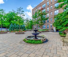 Courtyard, Parktowne Apartments