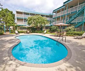 Pool, Severn Pointe