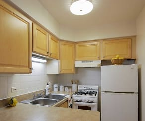 Kitchen, Madison West Apartments