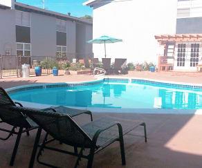 Pool, Plaza 24