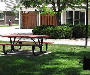 Picnic tables and barbecue grills, Firtree