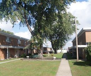 Cedarwood Apartments, North Perry, OH