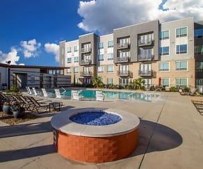 Pool, Park Avenue Lofts