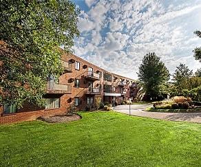 Building, Westpointe Apartments