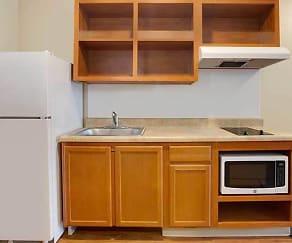 Kitchen, WoodSprings Suites Watford City