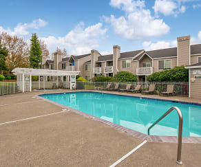 Pool, Creekside at Tanasbourne
