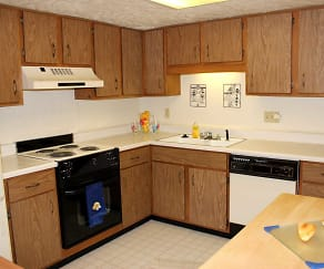 Kitchen, Braeburn Village Apartments Of Indianapolis