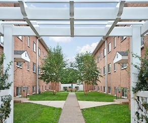 Courtyard, Boothwyn Court Apartments