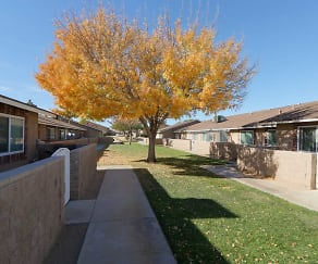 Courtyard, Desert View Apartments