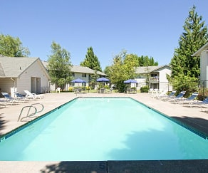 Pool, Saddle Club