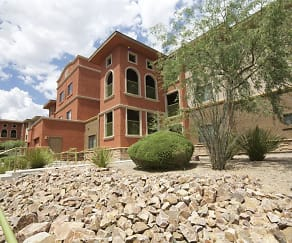 Building, Oro Vista Luxury Apartments
