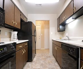 Kitchen, Governor Square Apartments And Townhomes