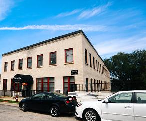 Building, 215 5th Street NE