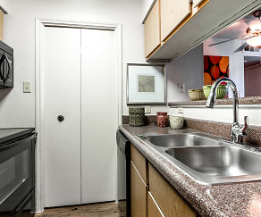 Kitchen, Creekwood Apartments
