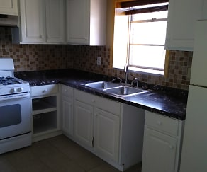 Kitchen, 725 Navajo Trail