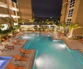 Pool, One Plantation