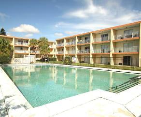 Pool, Remington Place Apartments