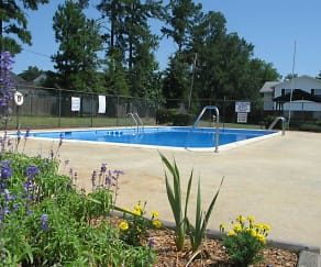 Pool, Greenbriar