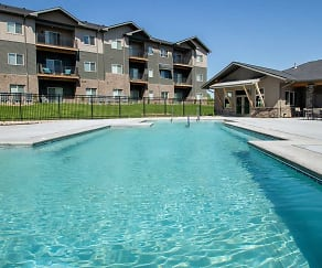 Pool, Avenue 204 at Royal View