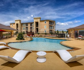 Pool, The Residence at Gateway Village